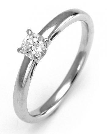 18 karaat witgouden solitaire verlovingsring met een 0,15 caraat briljant geslepen diamant. Model Hearts015