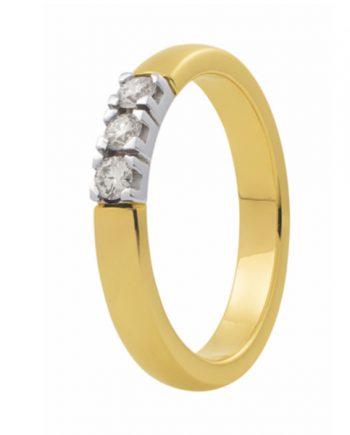 Zoekt u een geelgouden verlovingsring met drie groeibriljanten van 0.015 ct.? Verlovingsringkopen.nl is de verlovingsringen specialist!