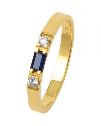geelgouden alliance ring met een baguette geslepen blauw saffier en twee briljanten van 0,03 ct. Merk Eclat, model 1014