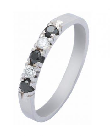 witgouden alliance ring met drie blauw saffieren en twee briljanten van 0,05 ct. per stuk van het merk Eclat, verlovingsring model A303