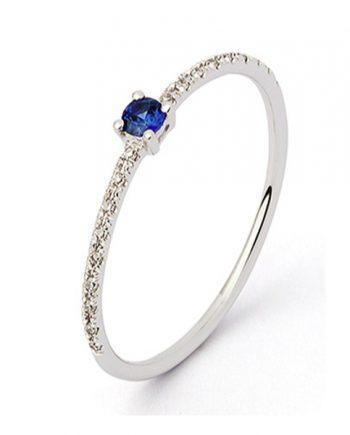 witgouden verlovingsring met blauw saffier en diamanten